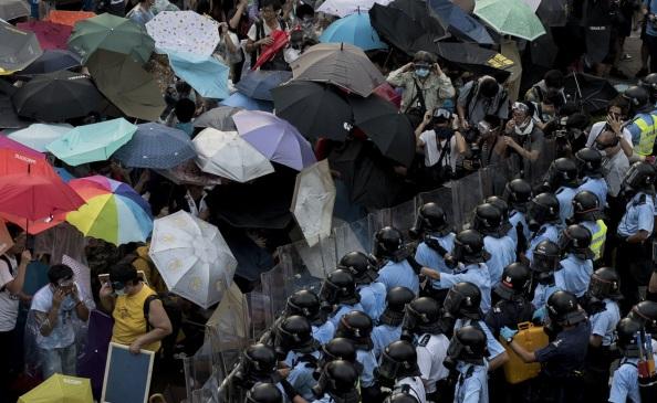 hong-kong-manifestazione-anniversario-fonazione-repubblica